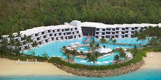 酒店位于澳大利亚圣灵群岛(whitsunday islands)的大堡礁海曼岛,此地